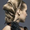 Glamurozna frizura sa tankim pletenicama